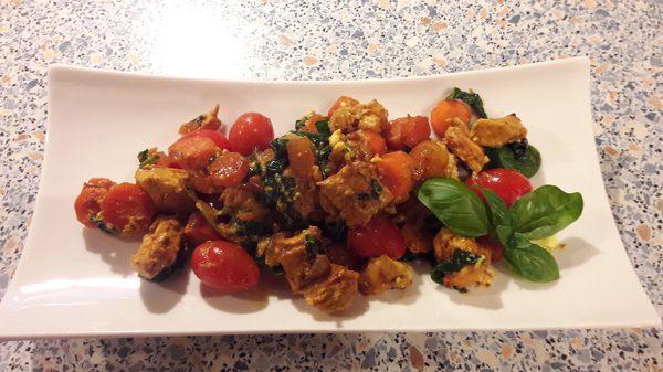 Putengeschnetzeltes mit Gemüse und Feta